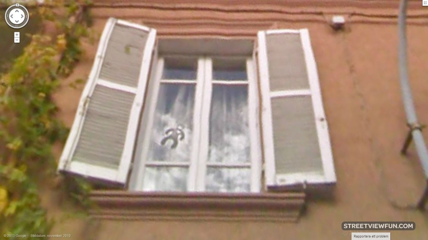weirdguyinthewindow