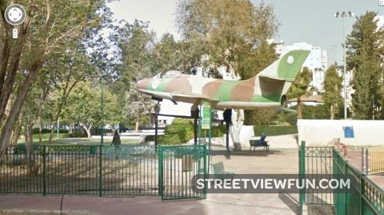 militaryplaneinpublicpark