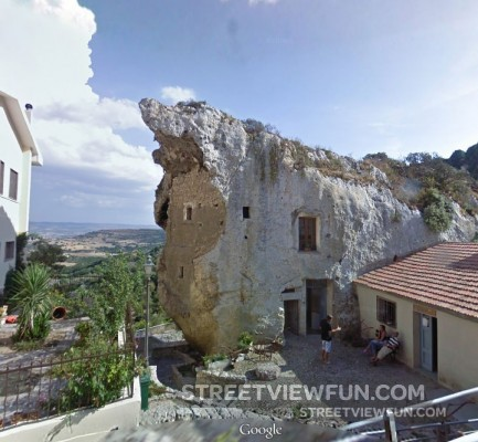 live-in-the-rock-street-view