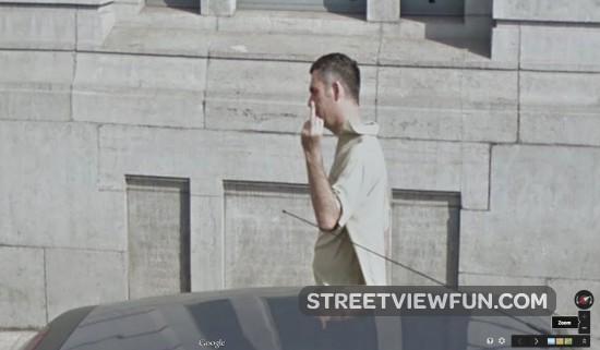 flipping-the-bird-google-street-view